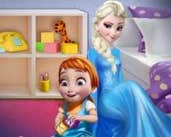 Play Elsa playing with baby Anna